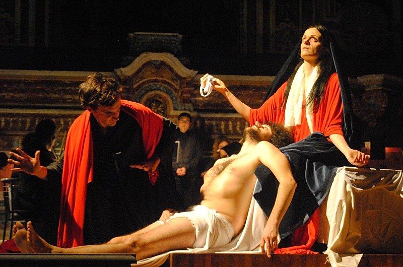 tableau vivant Compianto sul cristo morto Andrea Vaccaro